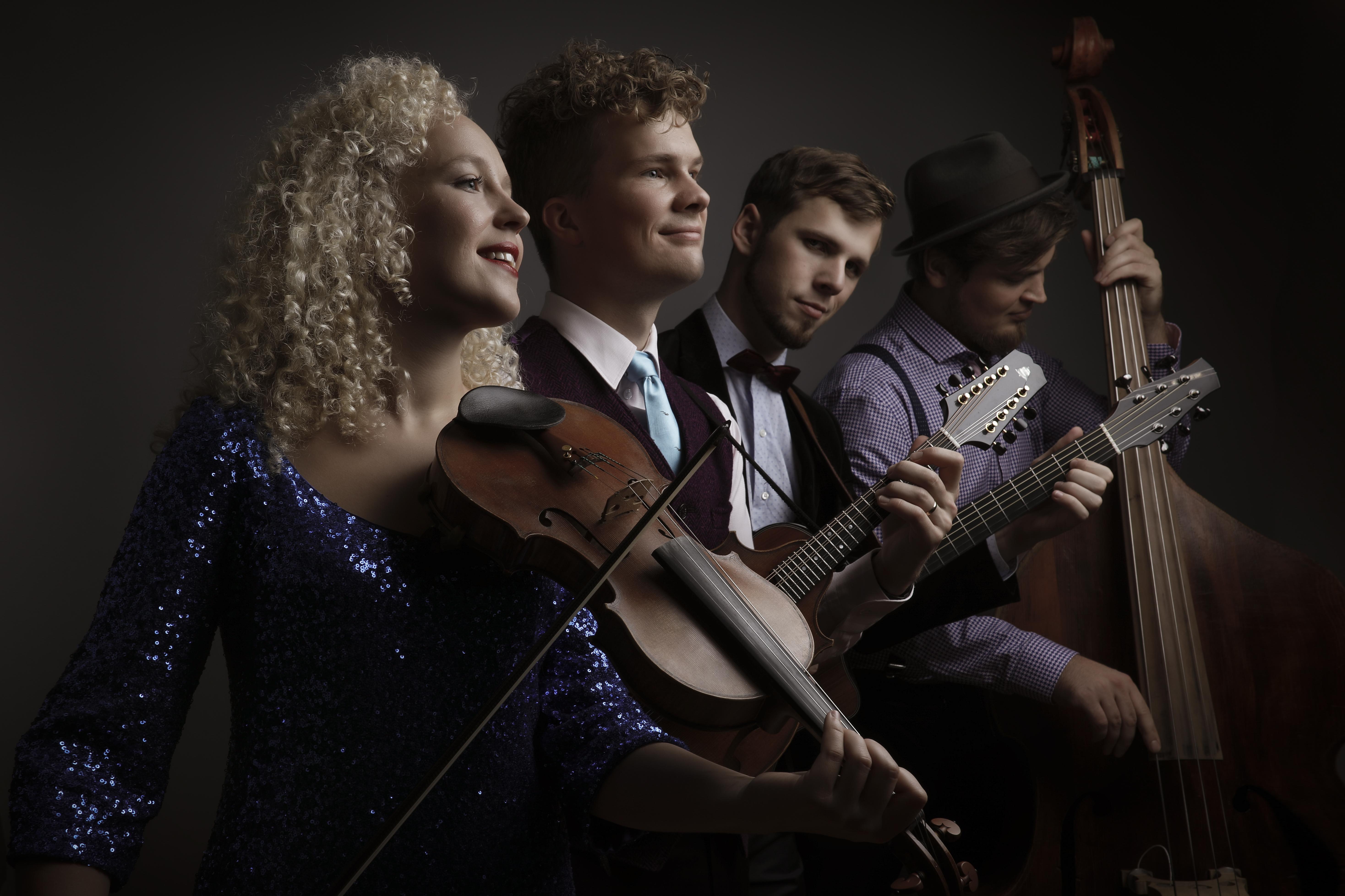 http://www.curlystrings.ee/wp-content/gallery/curly-strings/Kroot_Tarkmeel-CS2.jpg